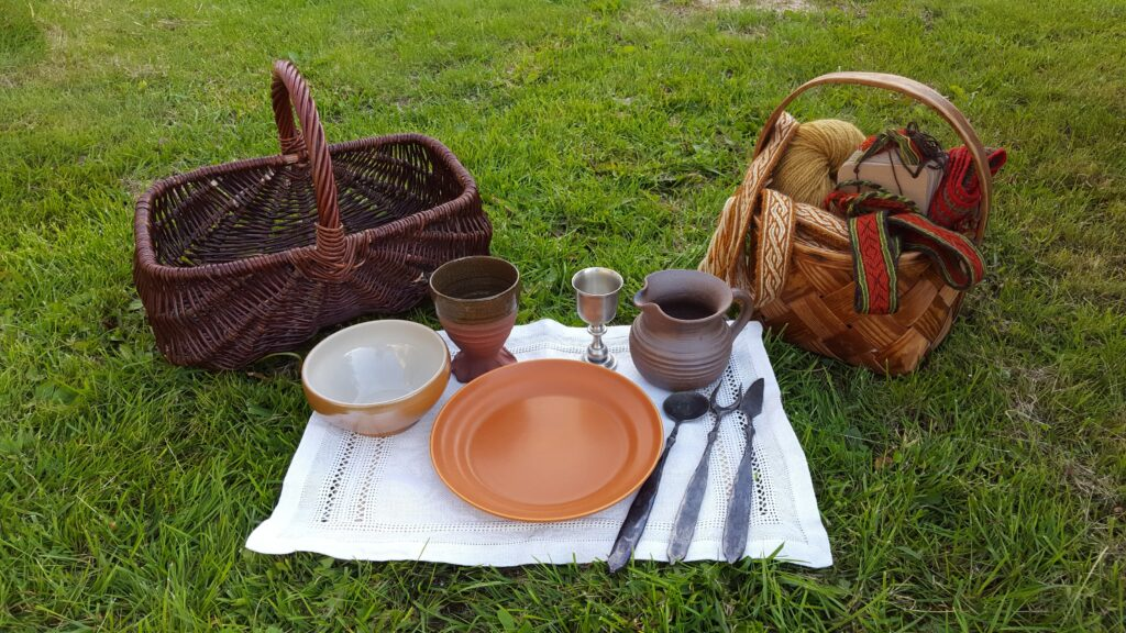 Ceramic feast gear set with basket and linen placemat